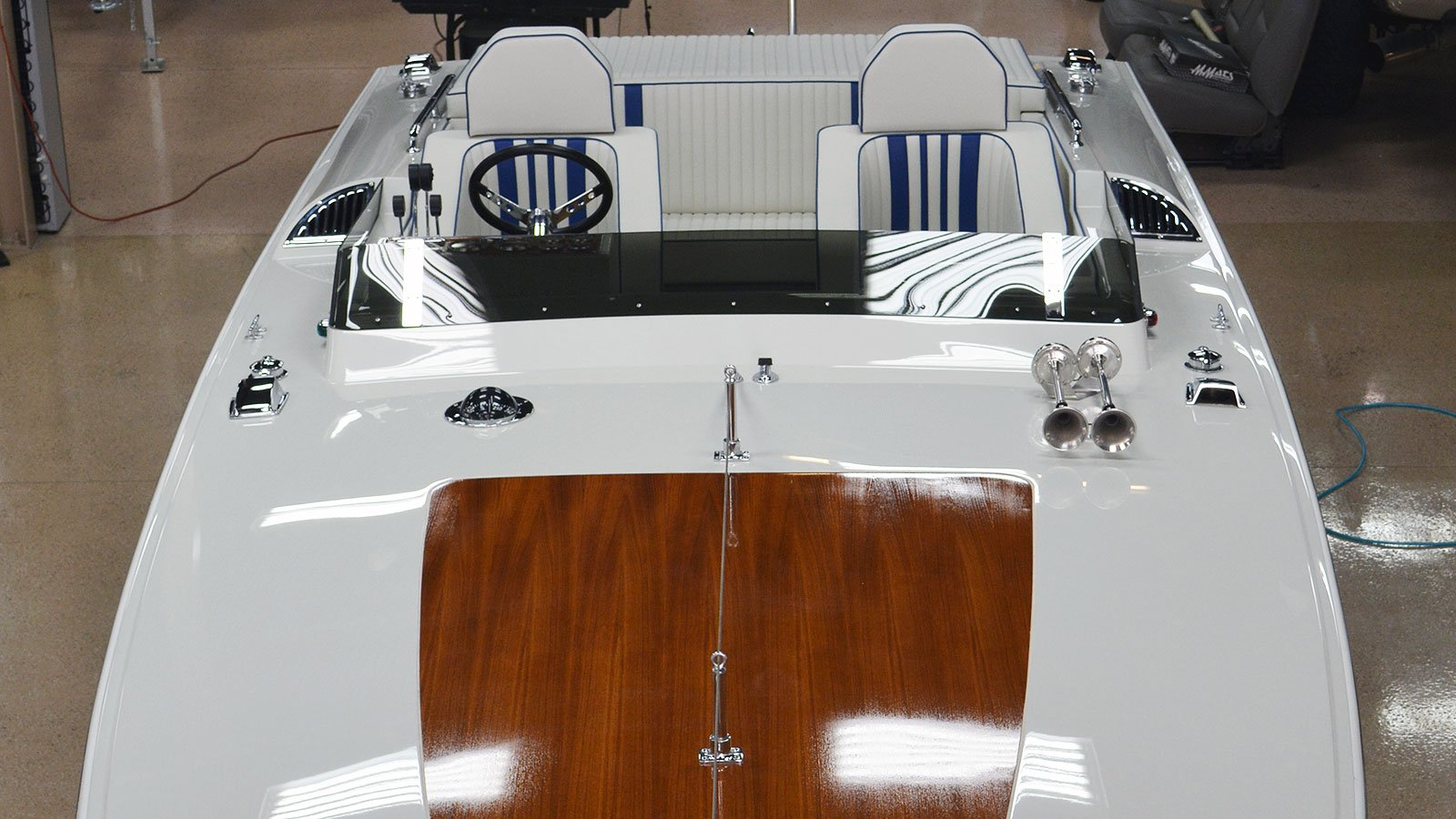 interior-custom-boat-front-2