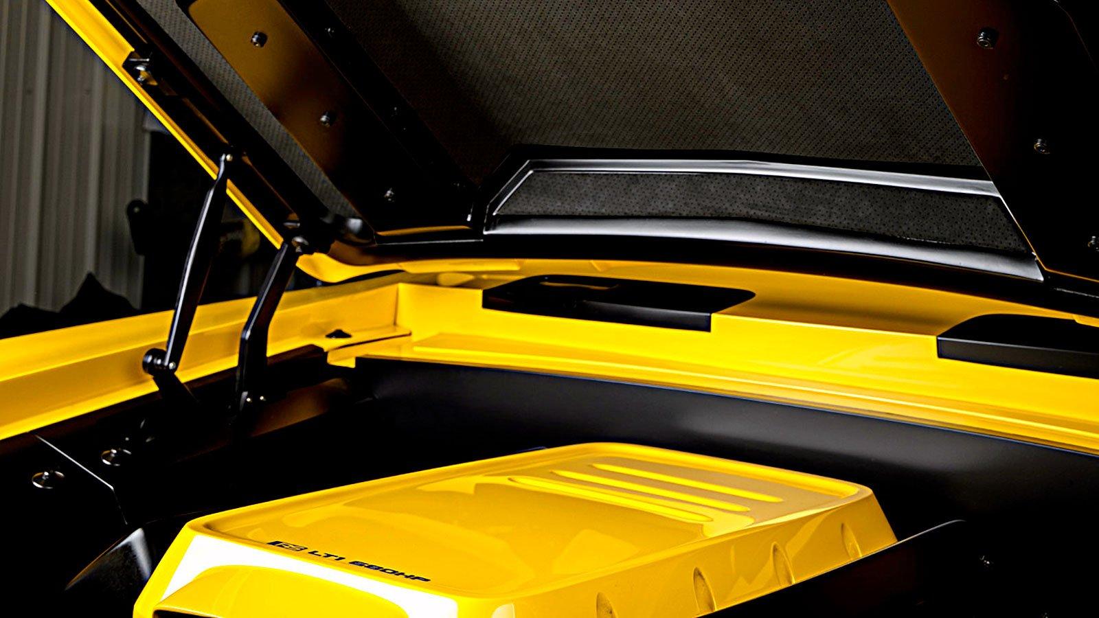 interior-custom-engine-bay