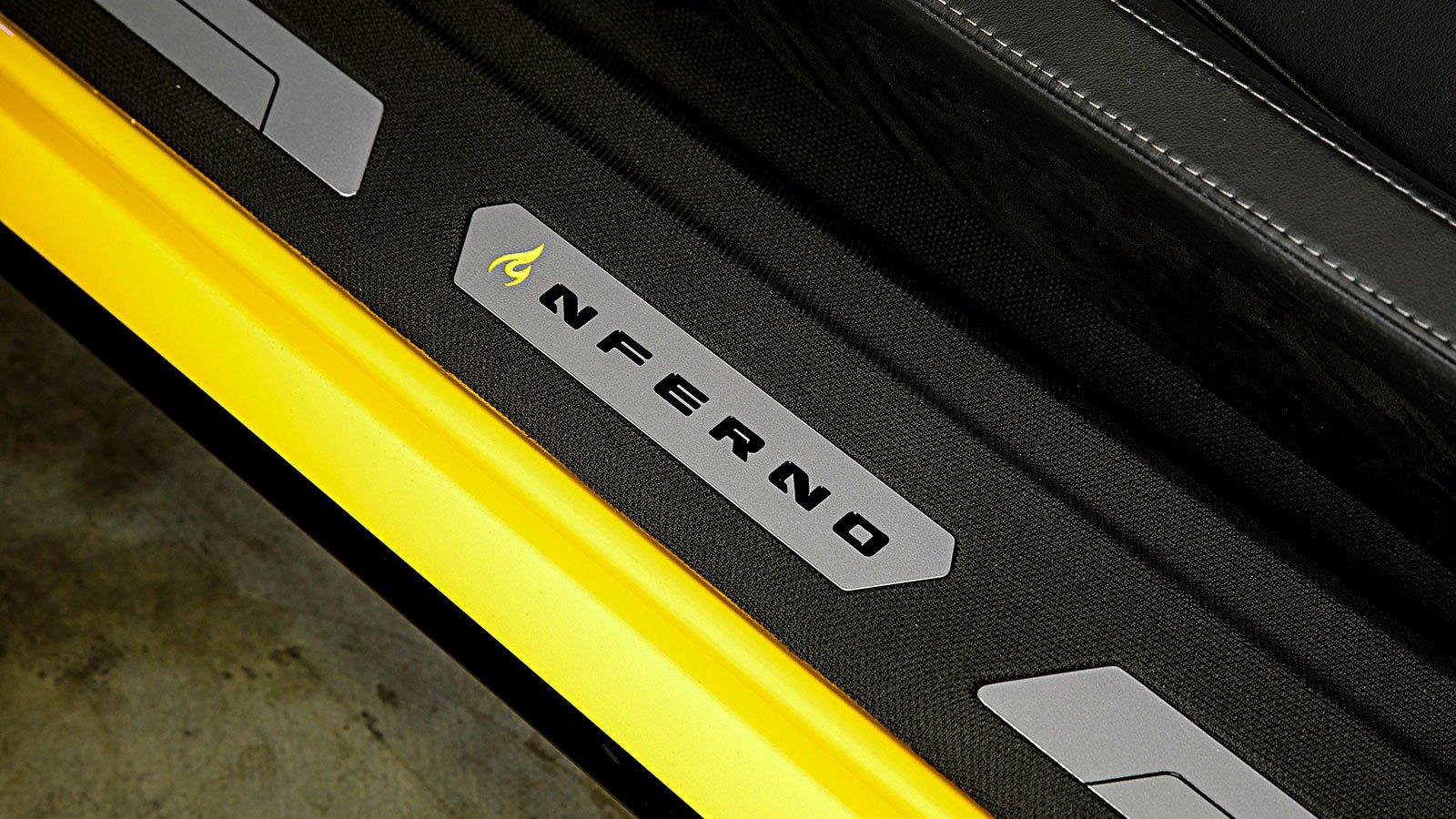 interior-custom-runner-badge