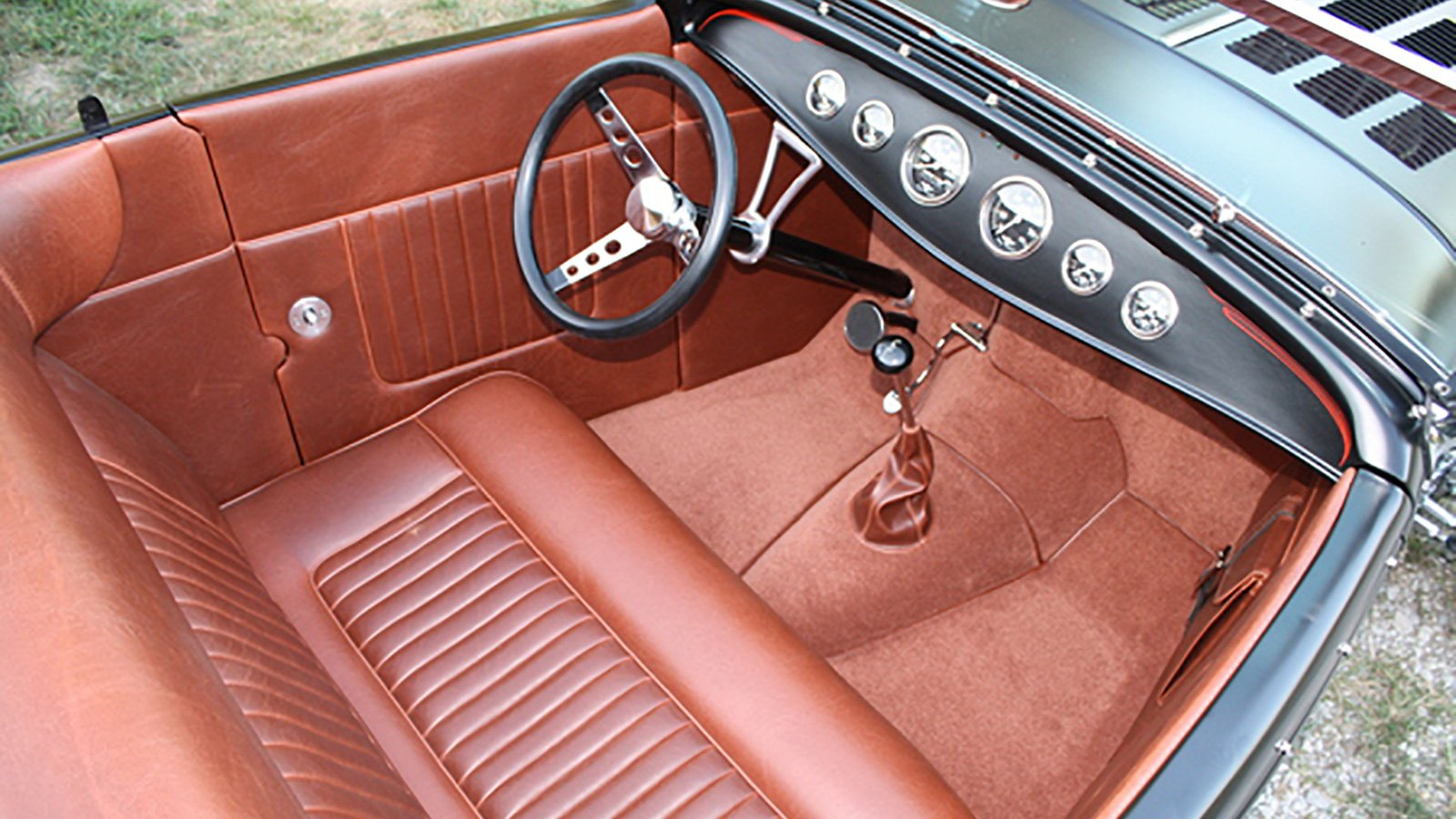 32-Ford-Roadster-Expected-custom-interior