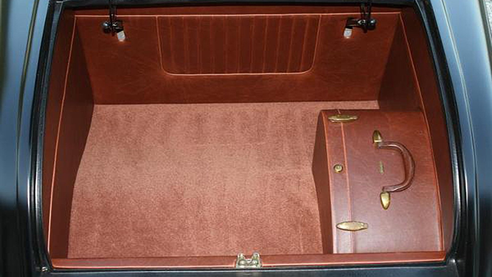 32-Ford-Roadster-Expected-trunk