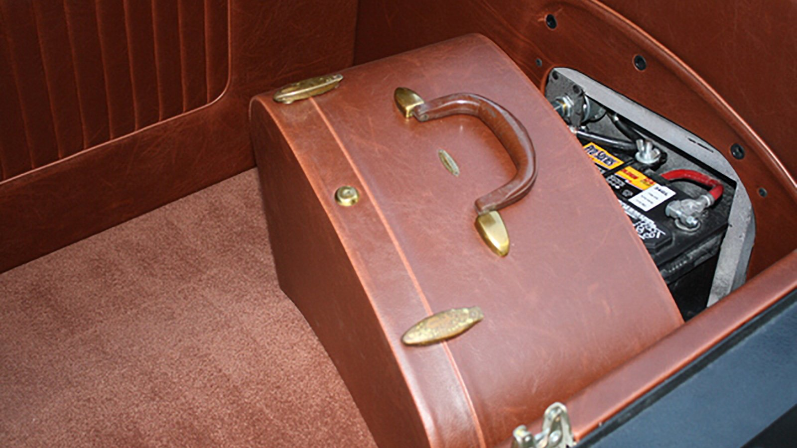 32-Ford-Roadster-custom-battery-box