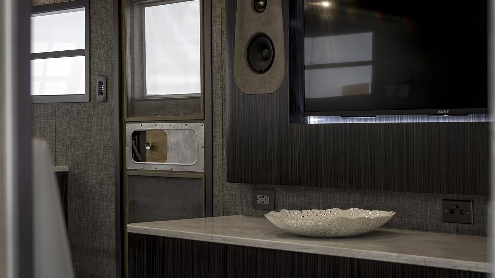 49-Spartan-Trailer-custom-doors